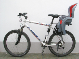 Corratec-Mountainbike mit Kindersitz